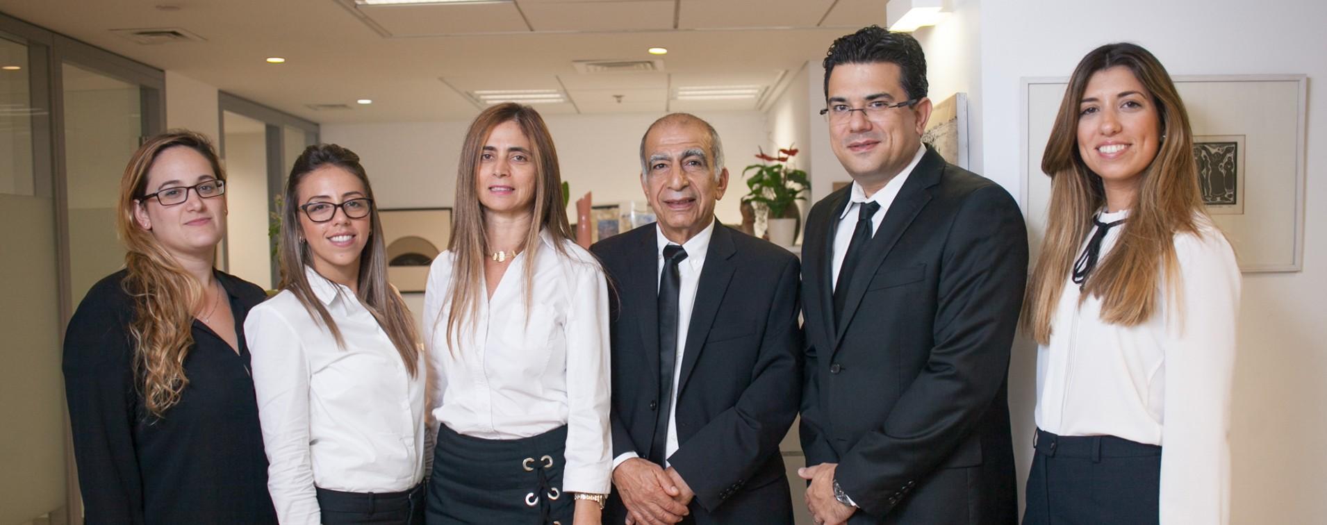 משרד עורכי דין גירושין אמיר זבולון בתמונה קבוצתית